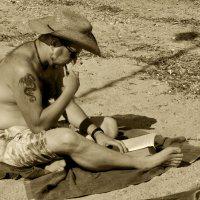 Трубка, шляпа и роман... Чуть зачитаешься, и считай, что капитан :: Николай Ярёменко