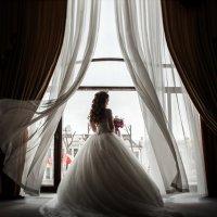 невеста у окна... :: Батик Табуев