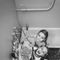 Домашние зарисовки. Купание кукол :: Kristina Girovka