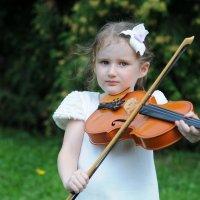 Юная скрипачка :: Инна Юшко