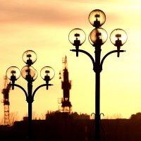 Ты вернулся сюда, так глотай же скорей рыбий жир ленинградских речных фонарей :: Михаил Лесин