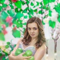 девчуля с яблоками :: Сергей Киреев