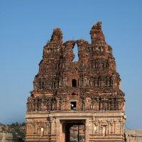 Главные ворота в храме Виттхалы :: Виктор Куприянов