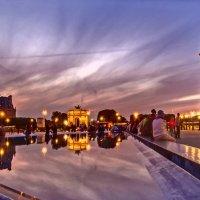 Двор Лувра вечерком :: Виталий Авакян