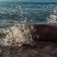 Омываемый волнами :: Леонид Соболев