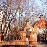 У ворот церкви Иоанна Предтечи :: Владимир Болдырев