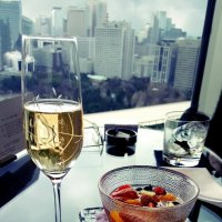 Шампанское с видом на Токио :: Tatiana Belyatskaya
