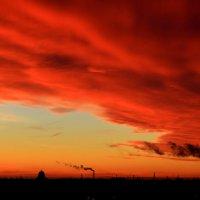 Красный шторм... :: Анатолий Кушнер