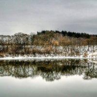 Отражается берег в холодной воде :: Милешкин Владимир Алексеевич
