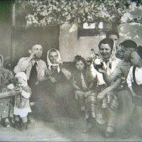 Под цветущей грушей. 1 Мая. 1958 год :: Нина Корешкова