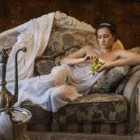 Девушка с виноградом :: Evgeny Kornienko
