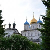 на территории монастыря :: Галина R...
