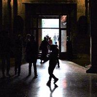 Свет от входа :: люба