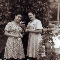 Подруги. 1955 год :: Нина Корешкова