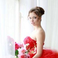 Девушка в красном :: Виктория Бенедищук
