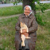 Баба Поля с Рыжиком. :: Елизавета Успенская