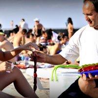 Чуч-хе-ла на Одесском пляже... :: Алексей Помогаев