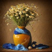 Ромашки, ваза, синий шарфик :: Ольга Мальцева