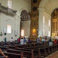 Богослужение в здании Базилика Бом Иисуса :: Виктор Куприянов