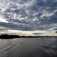 Закат над водохранилищем. Небо в облаках. :: Сергей Тагиров