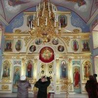 Иконостас одного из храмов Николо-Пешношского мужского монастыря :: Виктор