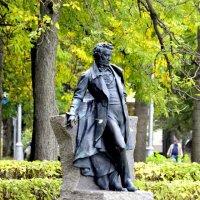 Памятник поэту у Египетских ворот :: Сергей