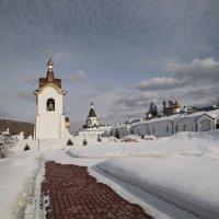 Колокол во дворе мужского манастыря :: Алексей Хвастунов