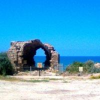 Древние руины над морем :: Герович Лилия