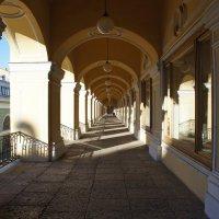 Открытая арочная галерея второго этажа Гостиного Двора :: Елена Павлова (Смолова)