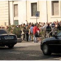 Народ приветствует Берлускони . :: Игорь Абламейко