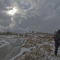 У монастыря в поисках ракурса :: Татьяна Сухова