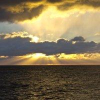 Восход на море :: Никита Волосянов