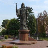 Памятник  митрополиту  Евгению  Гакману  в  Черновцах :: Андрей  Васильевич Коляскин