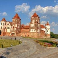 Вид на Мирский замок :: Константин