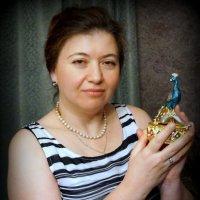 Дама с фигуркой :: Артем Павлов