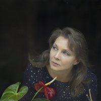 Портрет моей подруги через оконное стекло. :: Ольга