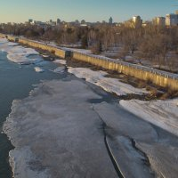 Отрываются льдины от берега. :: cfysx