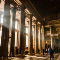 Колоннада собора :: Валерий Смирнов