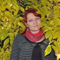 Портрет девушки в осенних листьях :: Сергей Тагиров