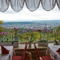 Предлагаем столики с прекрасным видом из окна :: Valeriy(Валерий) Сергиенко