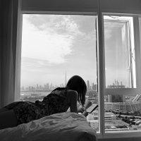 У окна. :: Николай Ярёменко