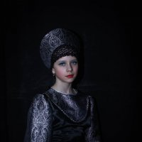 Девочка в кокошнике. :: Владимир Батурин