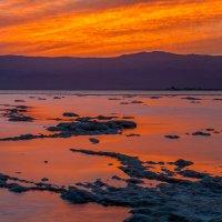 Восход на Мёртвом море :: Валерий Цингауз