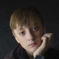 --- :: Юрий Михайличенко
