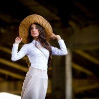 девушка в шляпе :: Андрей Нестеренко