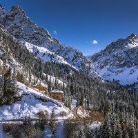 домик и путь на ледник :: Марат Макс