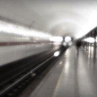 Метро. Прибытие поезда. :: Алексей Бажан