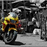 ..... и его желтая Хонда. :: Leonid Korenfeld