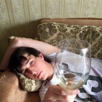Бокал вина... Что он таит? :: Anna Gornostayeva