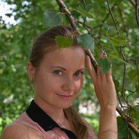 Портрет девушки в ветвях березы :: Сергей Тагиров